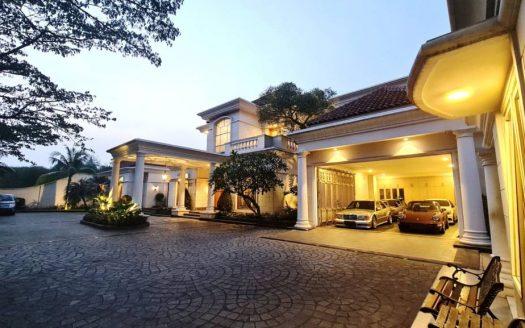 Rumah Mewah Pemandangan Golf di Modernland Tangerang 1